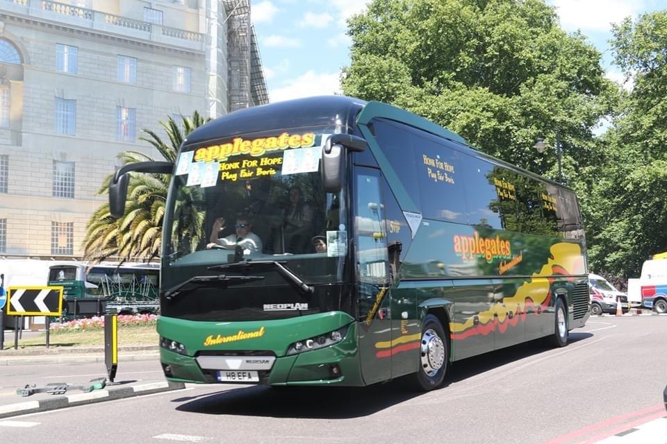 Applegate Coaches Honk for Hope